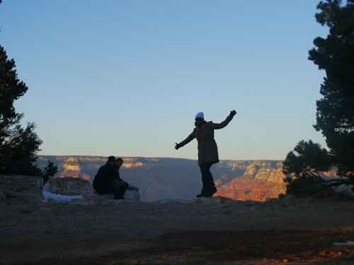 Silhouettes at the top of the Grand Canyon